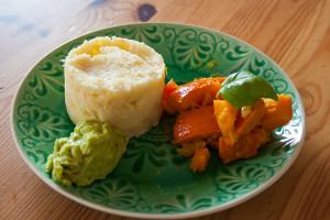 Kürbis-an-Kartoffelpü-mit-Avocado